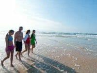 famiglia sulla spiaggia a Rimini