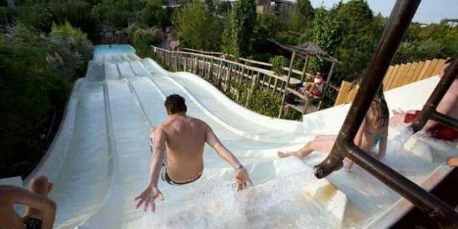 Un divertente scivolo dell'aquapark Caneva