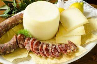 Cucina Sarda: salame e pecorino