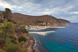 Capraia: il porto visto dall'alto
