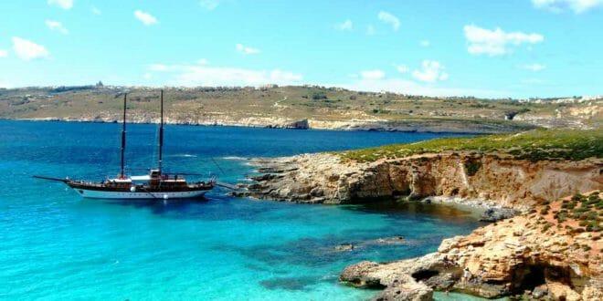 Guida di Malta, la costa di Comino