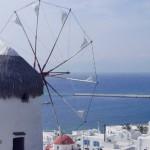 Uno dei famosi mulini di Mykonos, vicino al porto